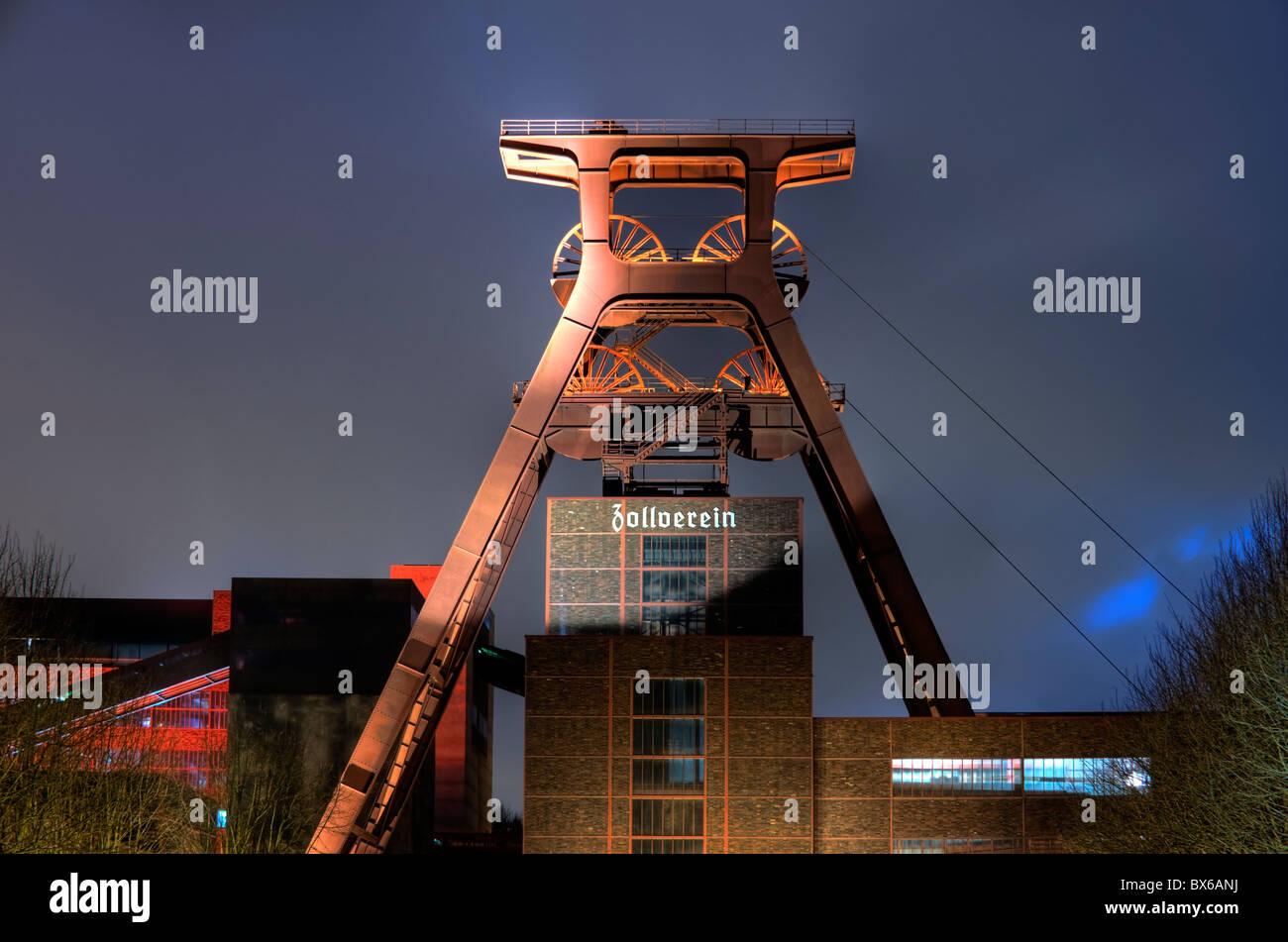 Shaft tower 12 UNESCO world heritage site Zeche Zollverein in Essen-Katernberg in the evening, Ruhrgebiet, Germany - Stock Image