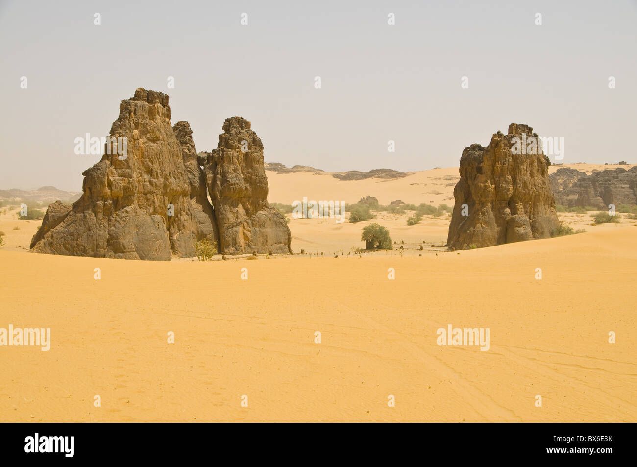 Strange rock formation La Vache Qui Pleure (the cow that cries), near Djanet, Algeria, North Africa, Africa - Stock Image