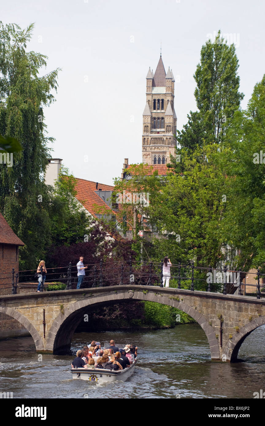 Tourist boat trip on the canal, old town, UNESCO World Heritage Site, Bruges, Flanders, Belgium, Europe - Stock Image