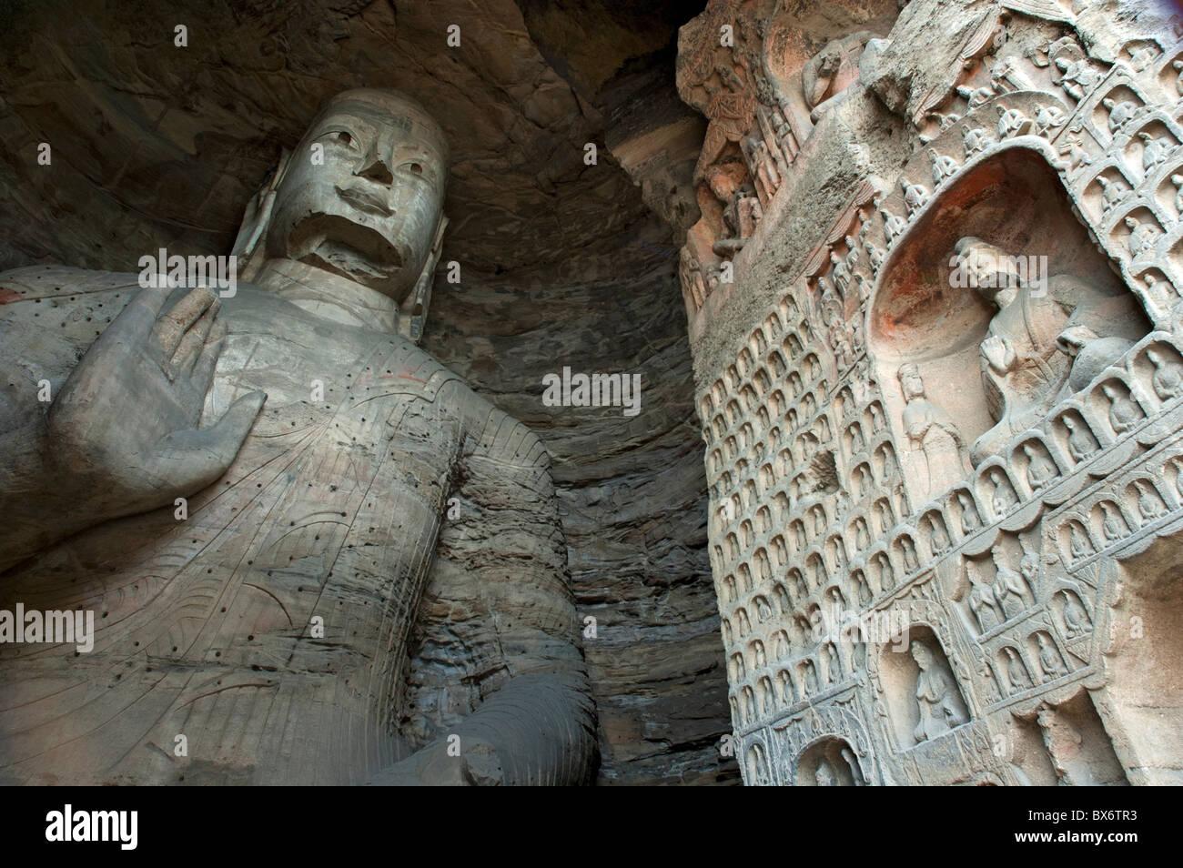 Yungang Grottoes - Giant Buddha statue carved inside the ancient Yungang Grottoes, Datong, Shanxi, China. - Stock Image