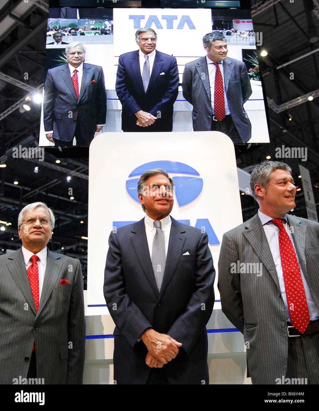 Ratan N. Tata, Ravi Kant, Paolo Pininfarina, Tata Prima, car Stock Photo