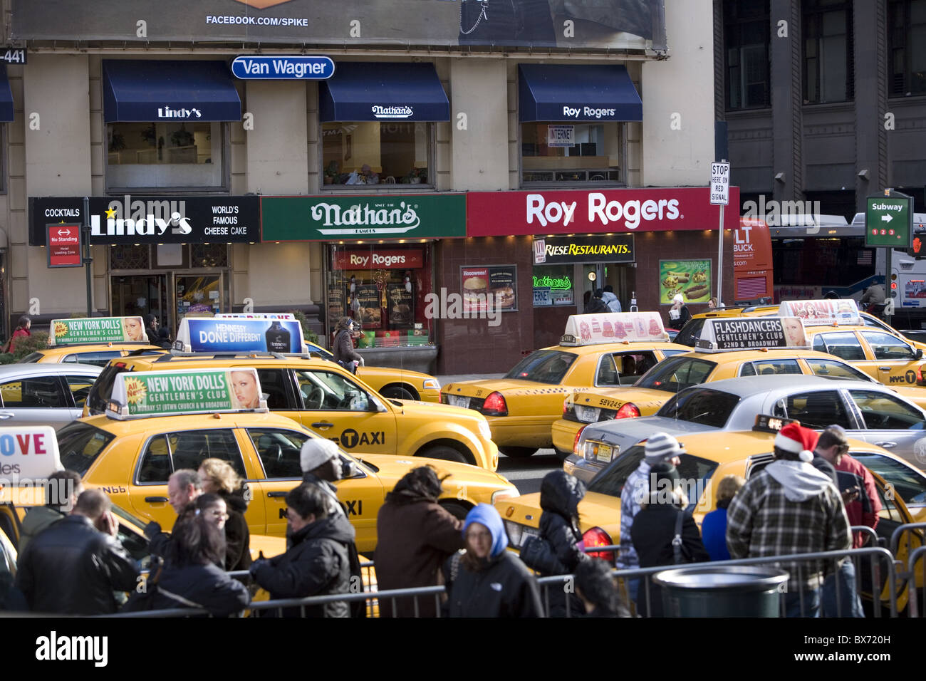 The densely crowded area of 7th Avenue around 33rd Street by Penn Station in New York City. - Stock Image
