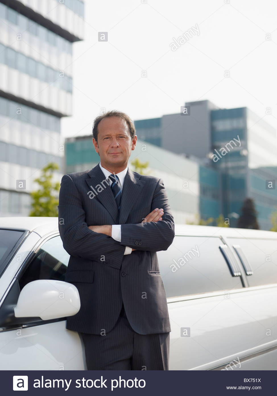 Driver standing near limousine - Stock Image