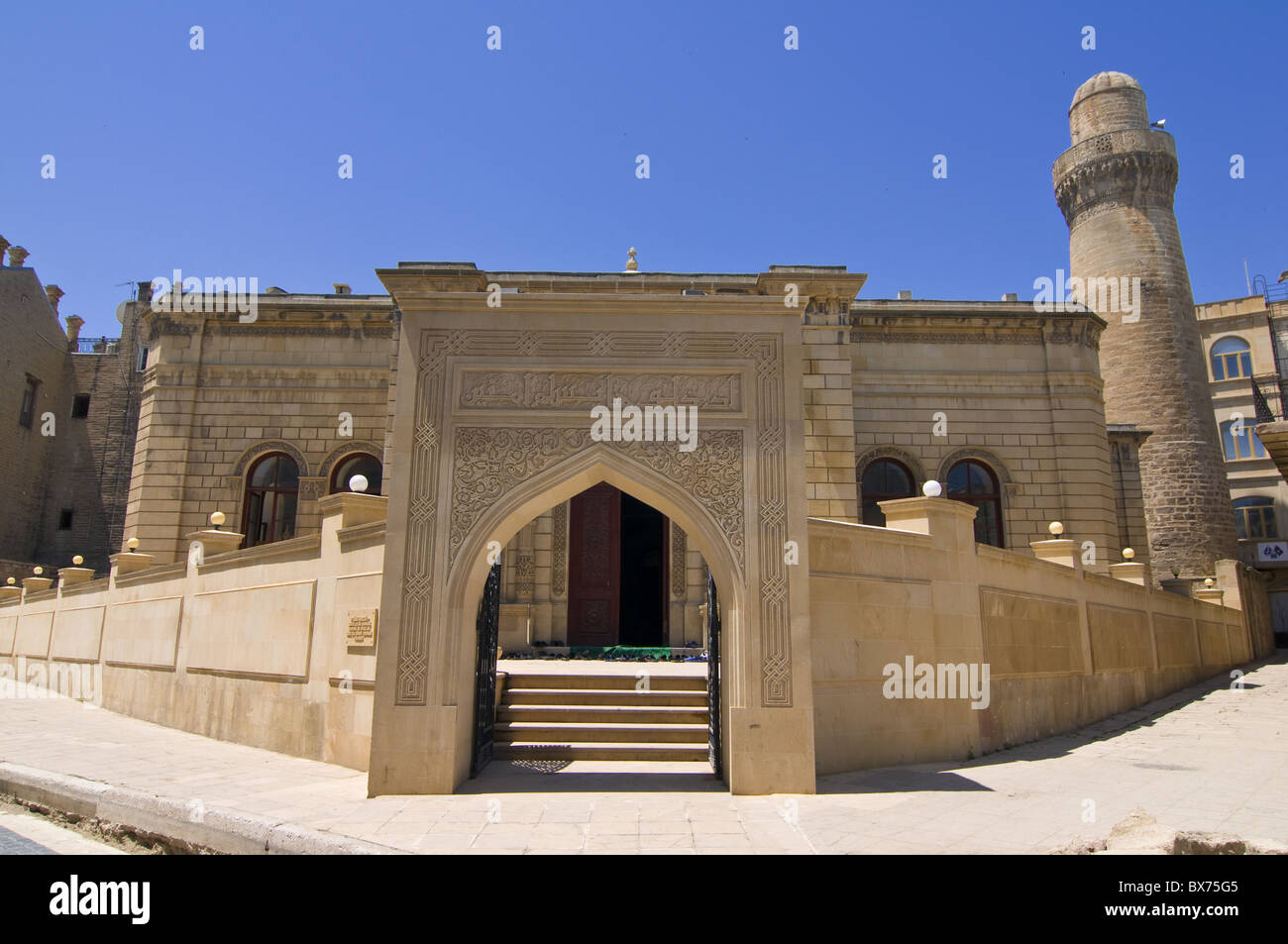 Entrance of the Lezgi Mosque in the old town of Baku, UNESCO World Heritage Site, Azerbaijan, Central Asia, Asia - Stock Image