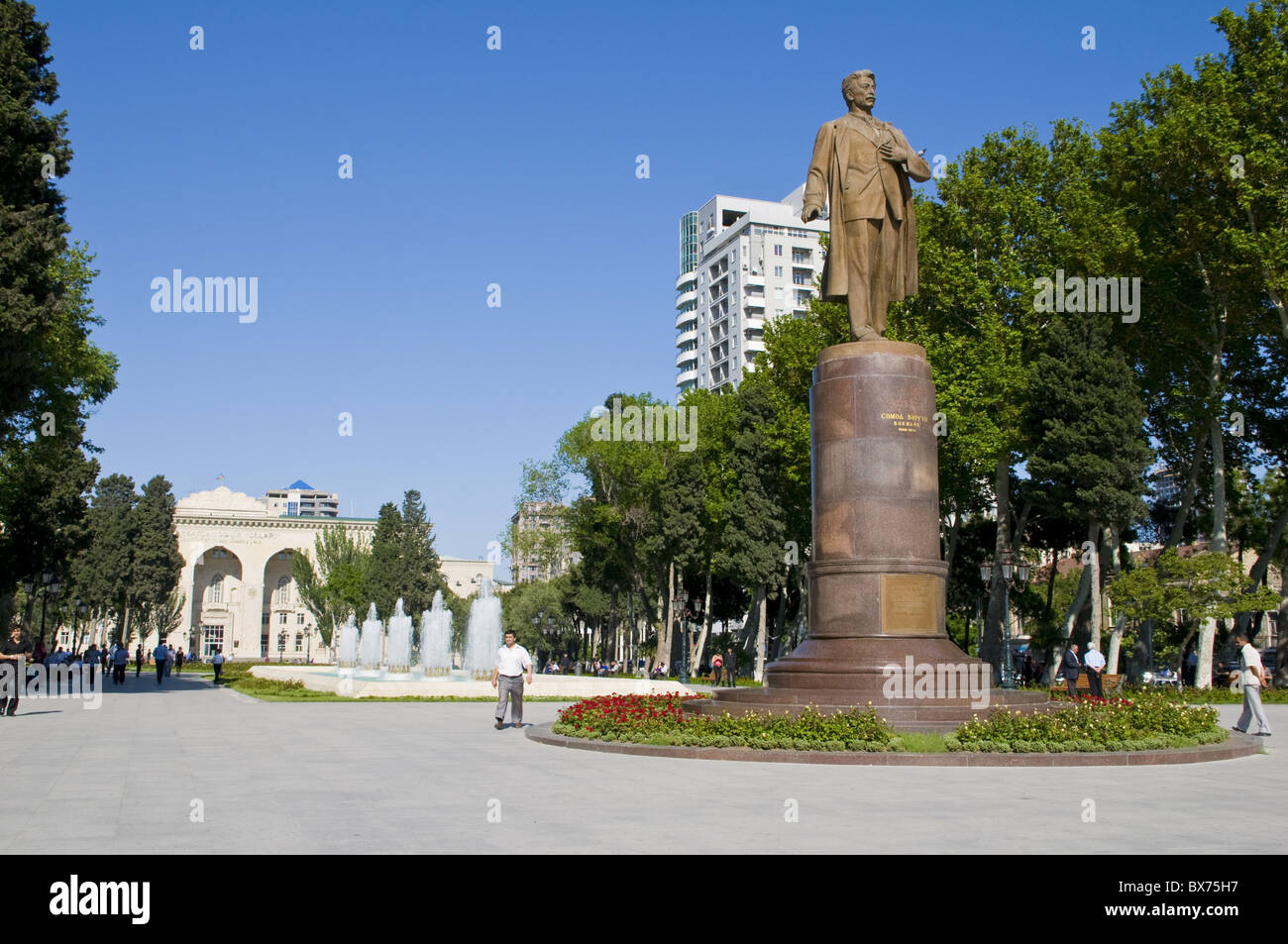 Statue and fountain in the center of Baku, Azerbaijan, Central Asia, Asia - Stock Image