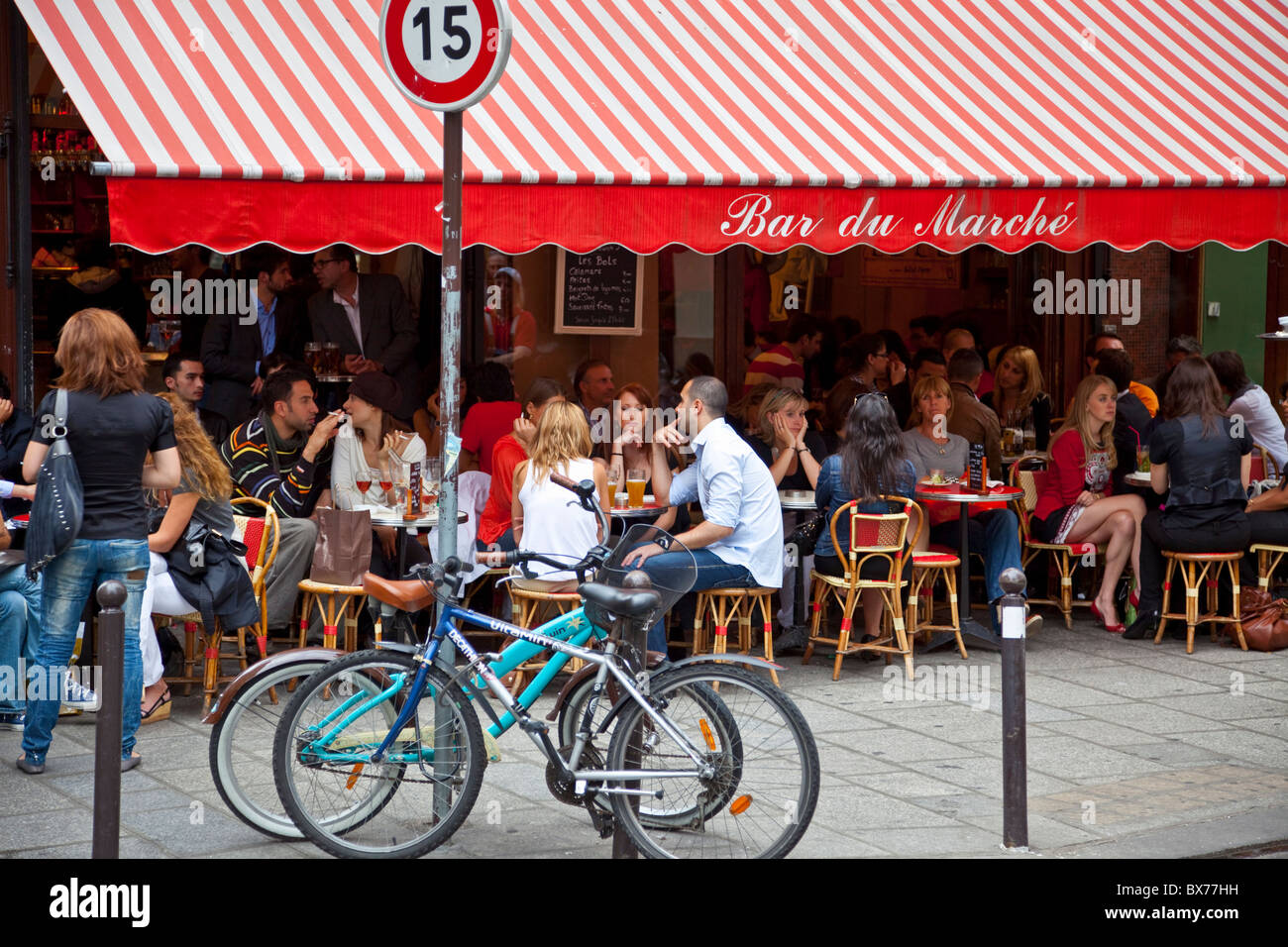 People relaxing at a cafe, Left Bank, Paris, France, Europe - Stock Image