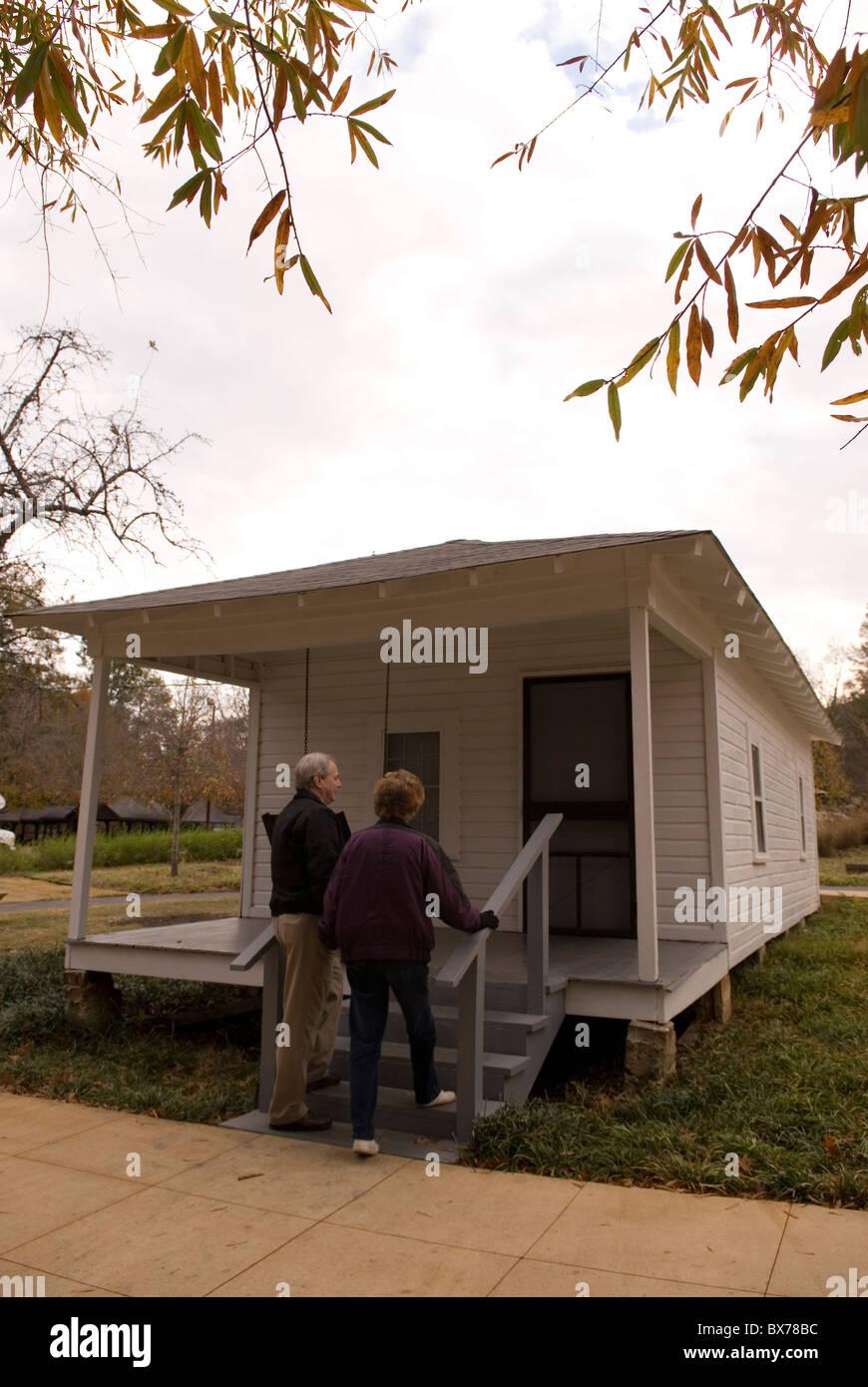 Senior Couple Entering Childhood Home Elvis Presley Tupelo Mississippi USA - Stock Image