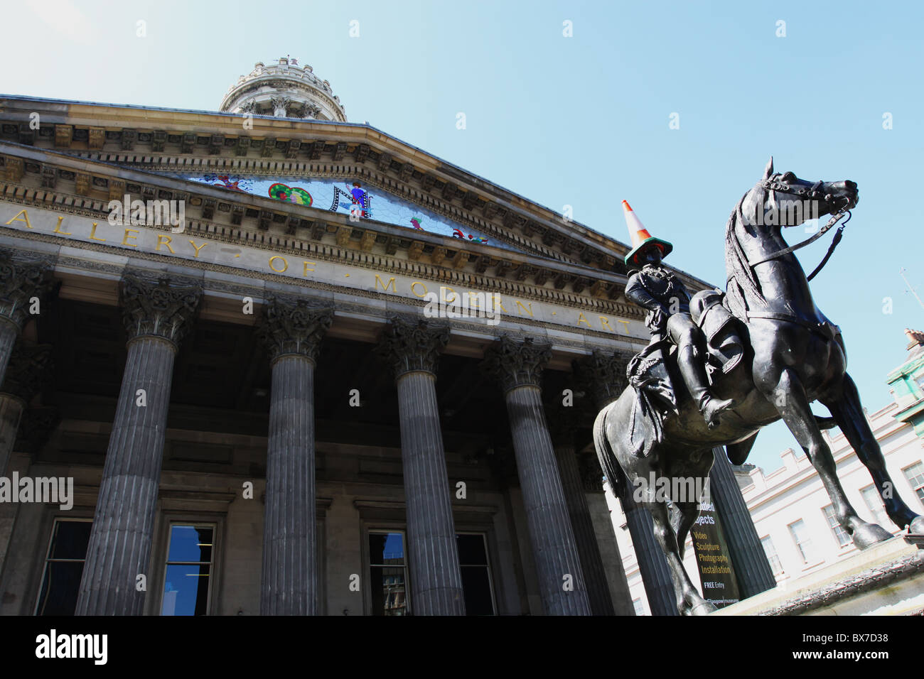 Duke of Wellington statue outside Gallery of Modern Art Glasgow with cone - Stock Image