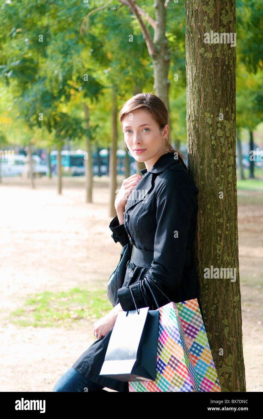 Woman relaxes after shopping in Paris - Stock Image