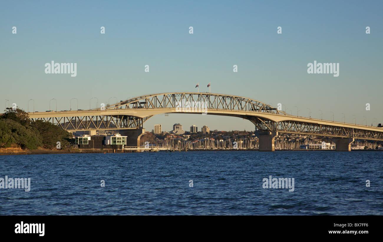 Auckland Harbour Bridge, North Island, New Zealand. - Stock Image