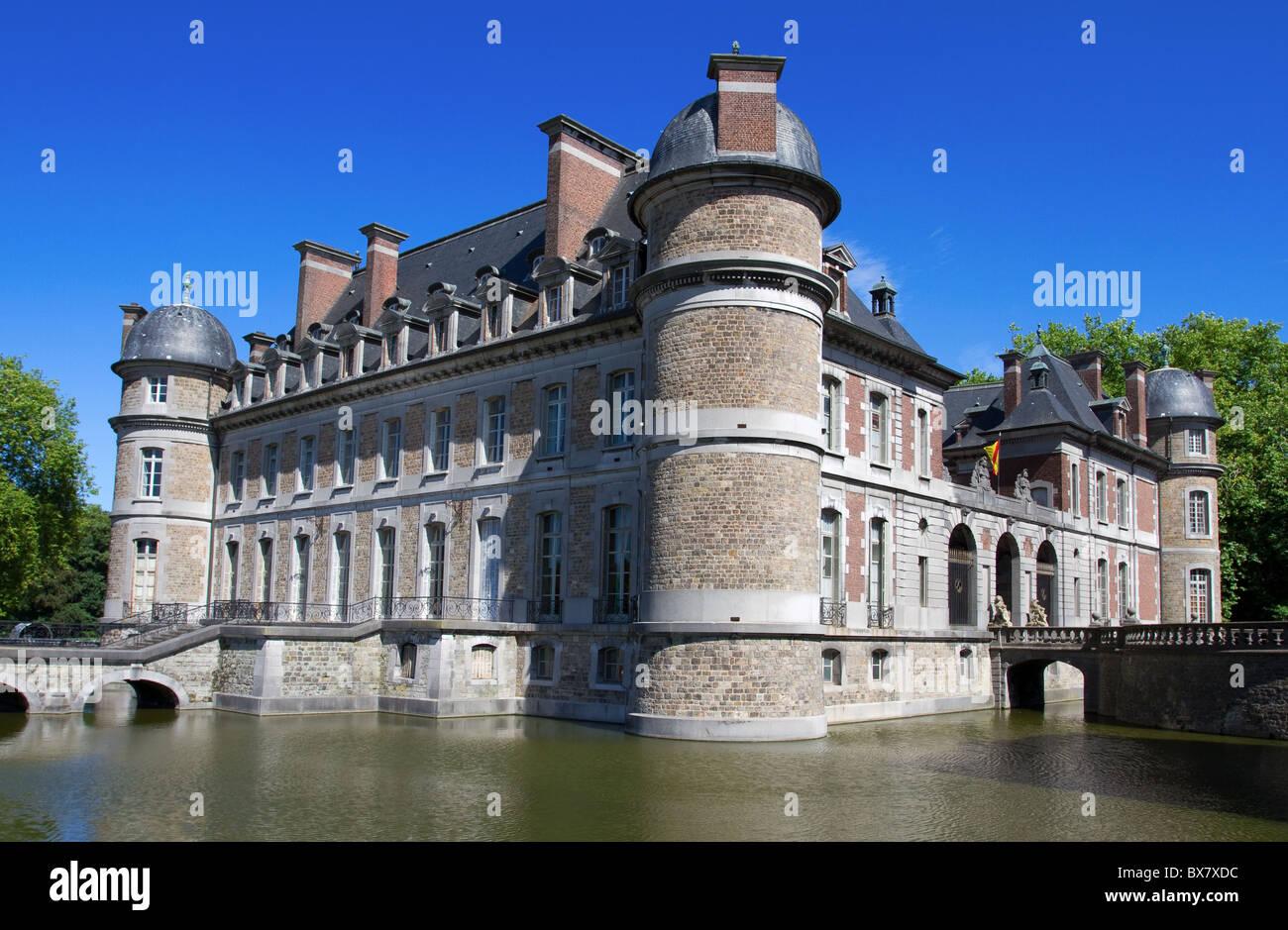 Castle Belœil with moat in Belgium - Stock Image