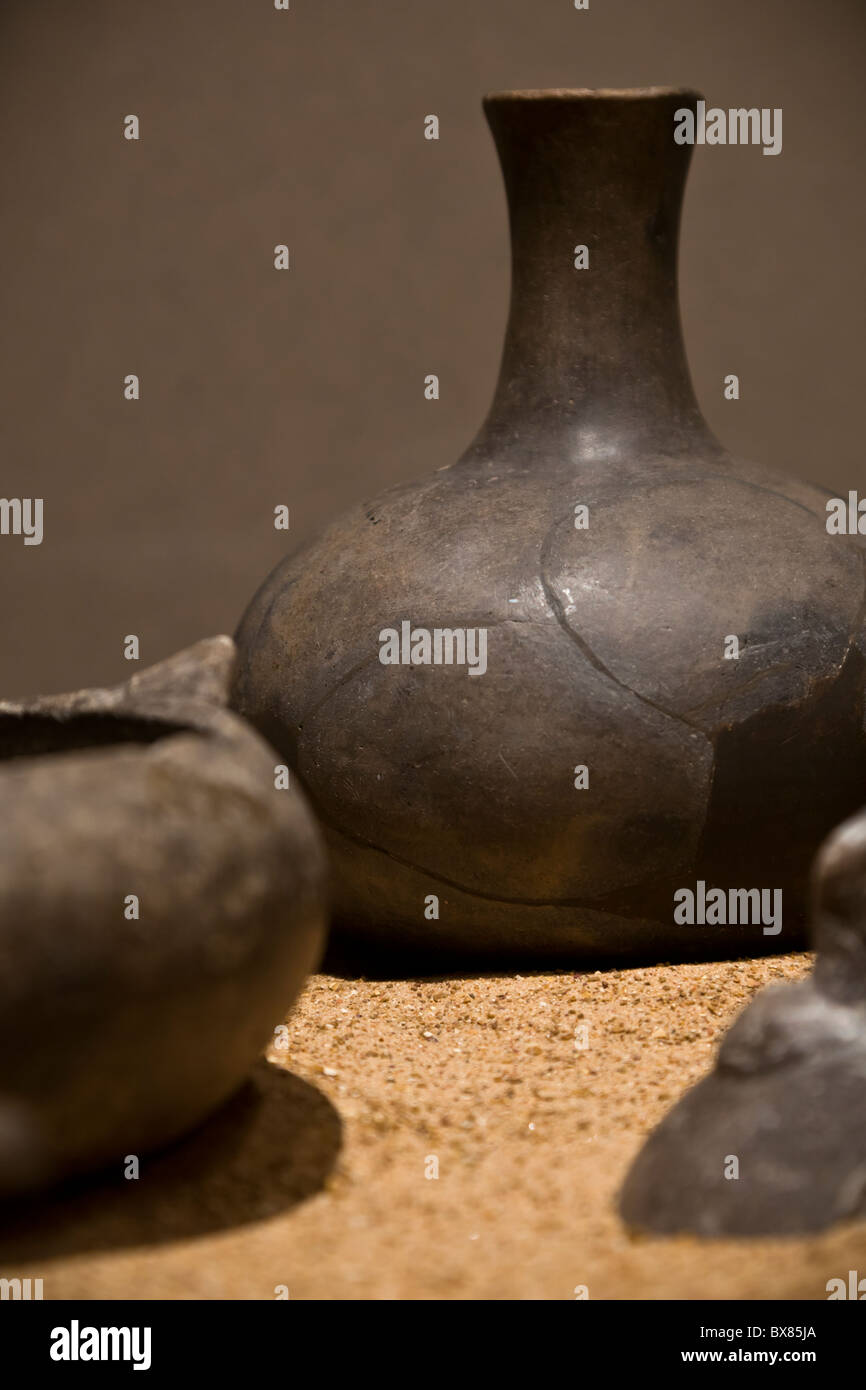 Mississippian period pottery vessels found at Cahokia Mounds State Historic Site, Illinois, USA. - Stock Image
