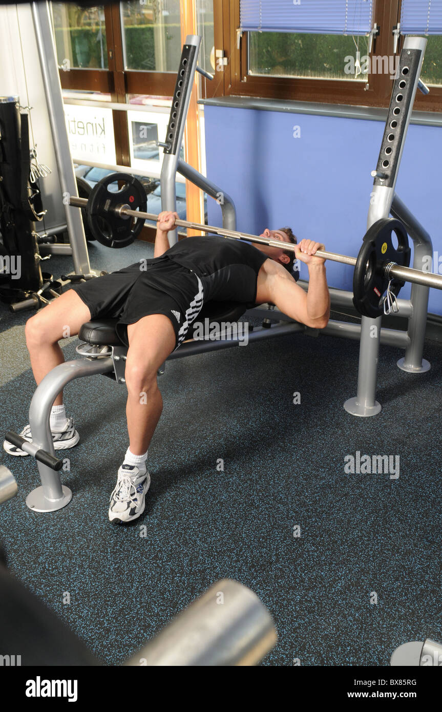 male weight training gym - Stock Image