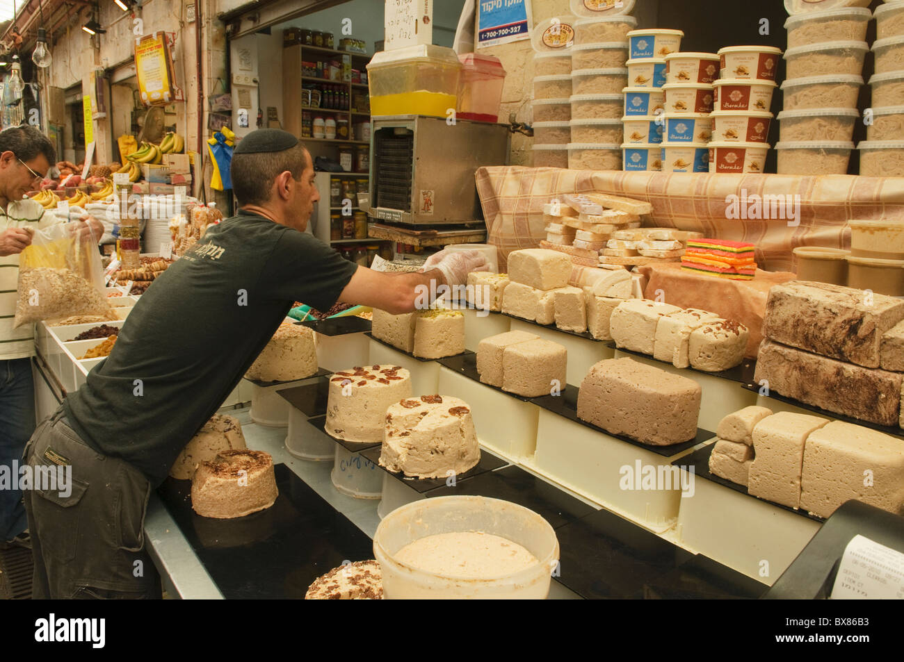 shop specializing in halva in the Mehane Yehuda market in Jerusalem - Stock Image