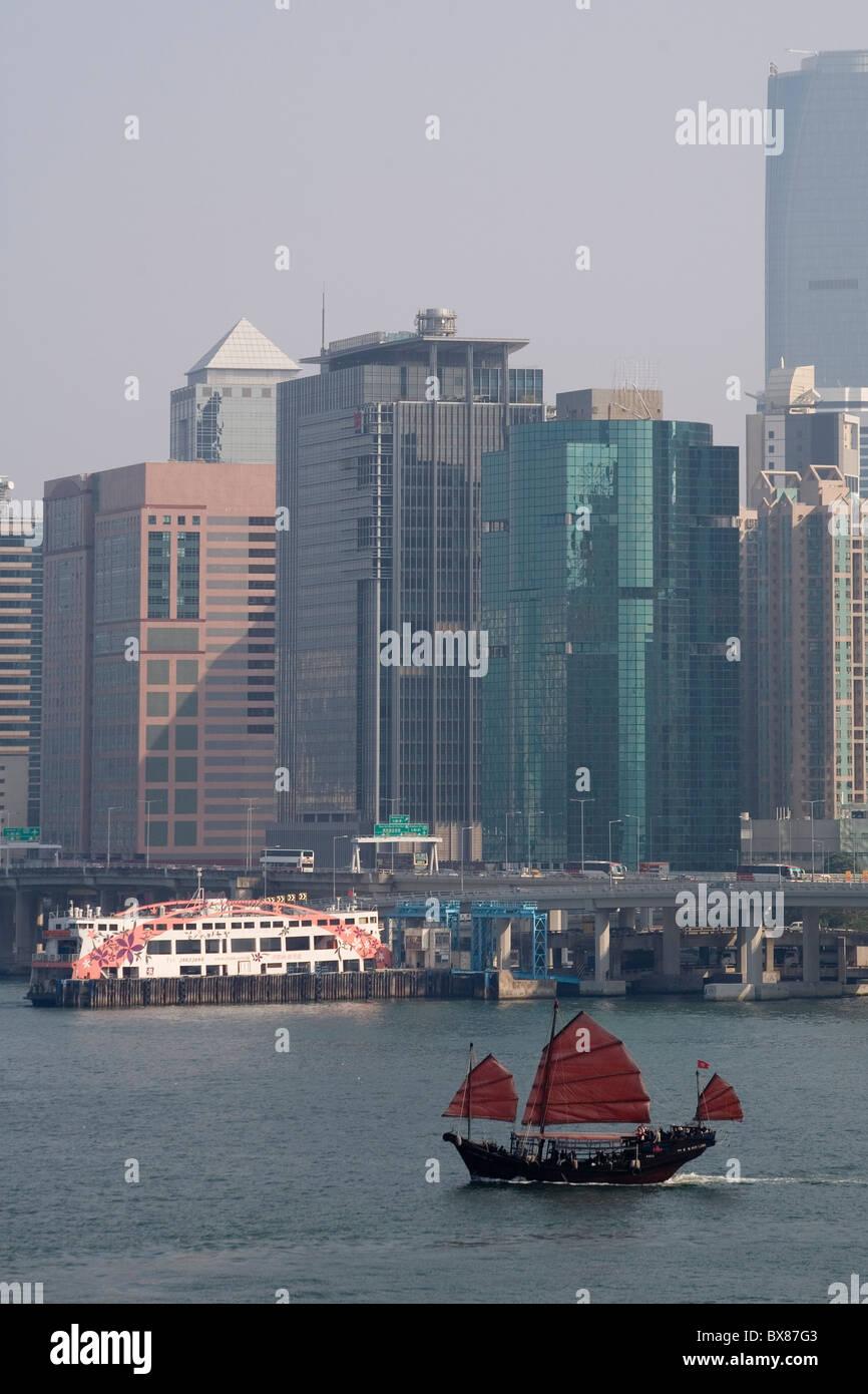 China Hong Kong harbour & junk - Stock Image