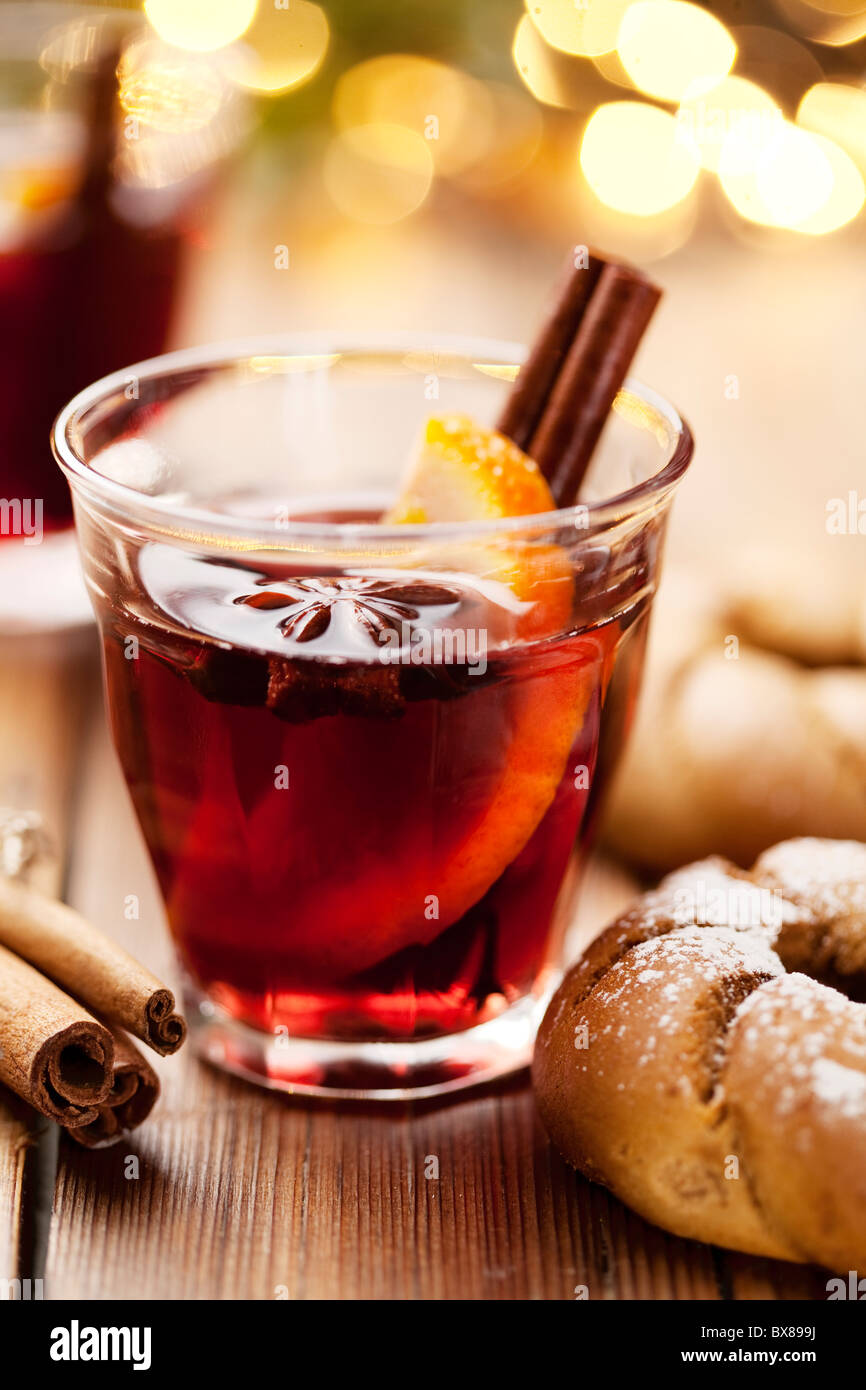 mulled wine and christmas cookies - Stock Image