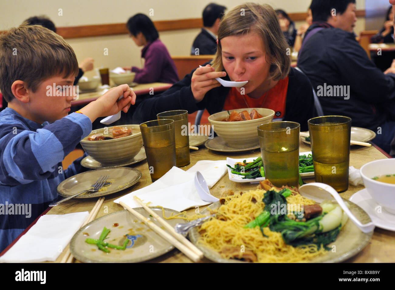 A Family Eat Chinese Food Chinatown San Francisco Stock