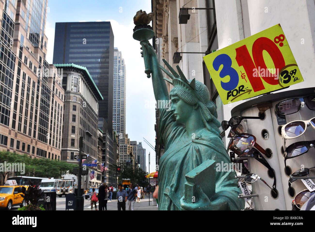 New York city cheap sunglasses for sale on Fifth Avenue. - Stock Image