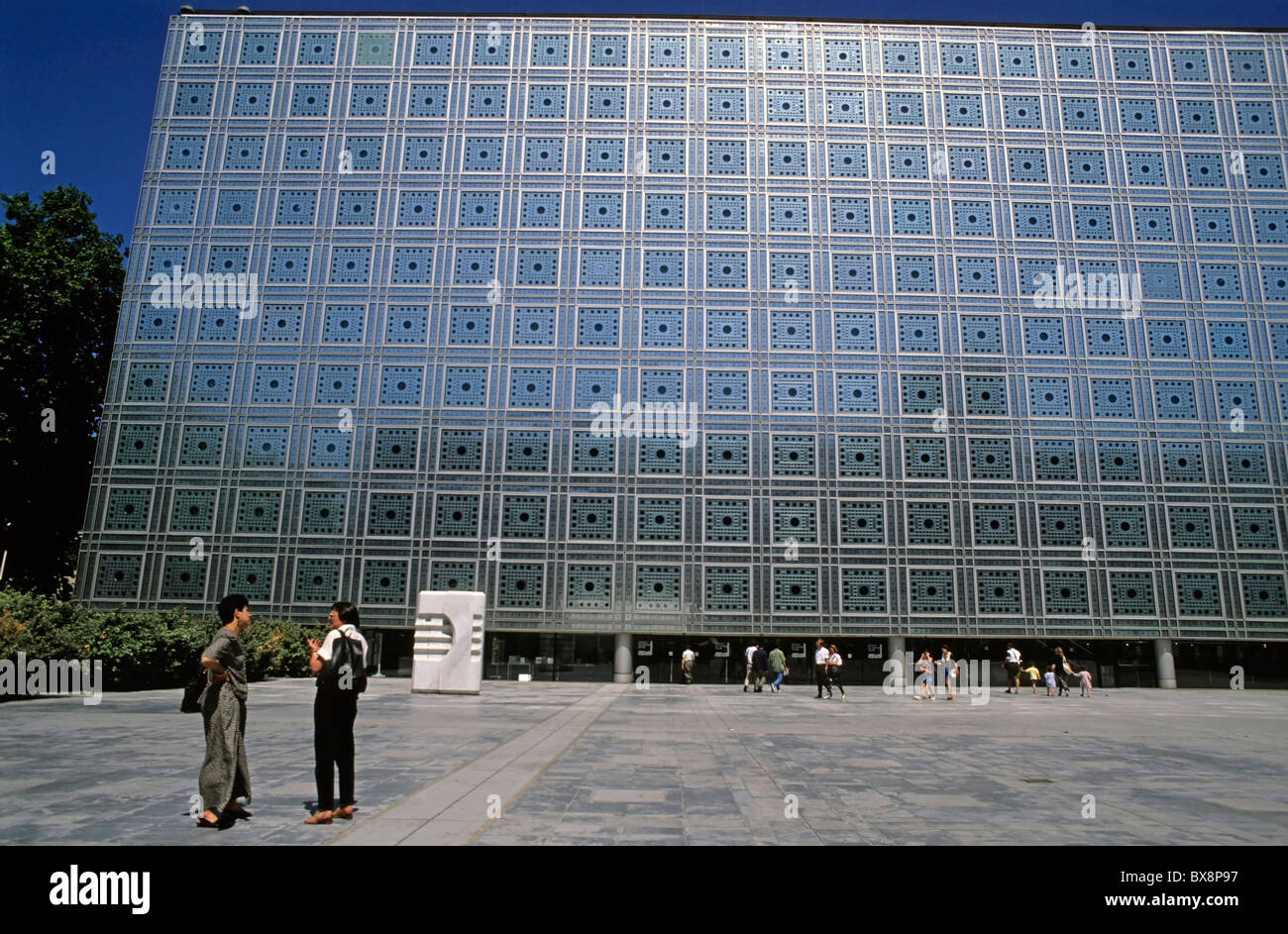 People outside the Arab World Institute - Institut du Monde Arabe - building designed by Jean Nouvel, Paris, France. - Stock Image