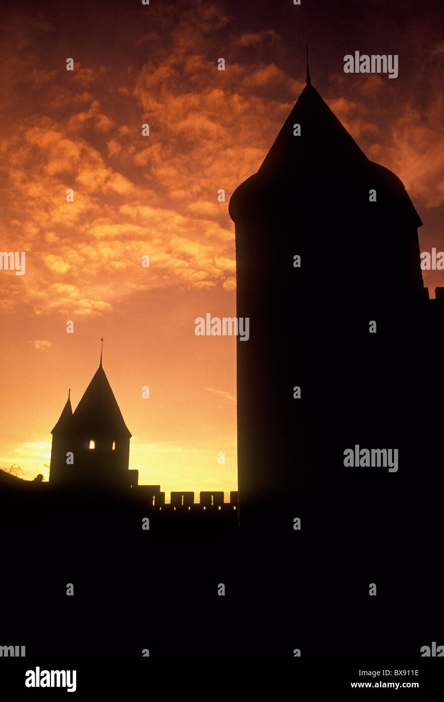 walled town, feudal stronghold, citadel, military fortress, Cathar Wars, Albigensian Crusades, La Cite, Carcassonne, - Stock Image