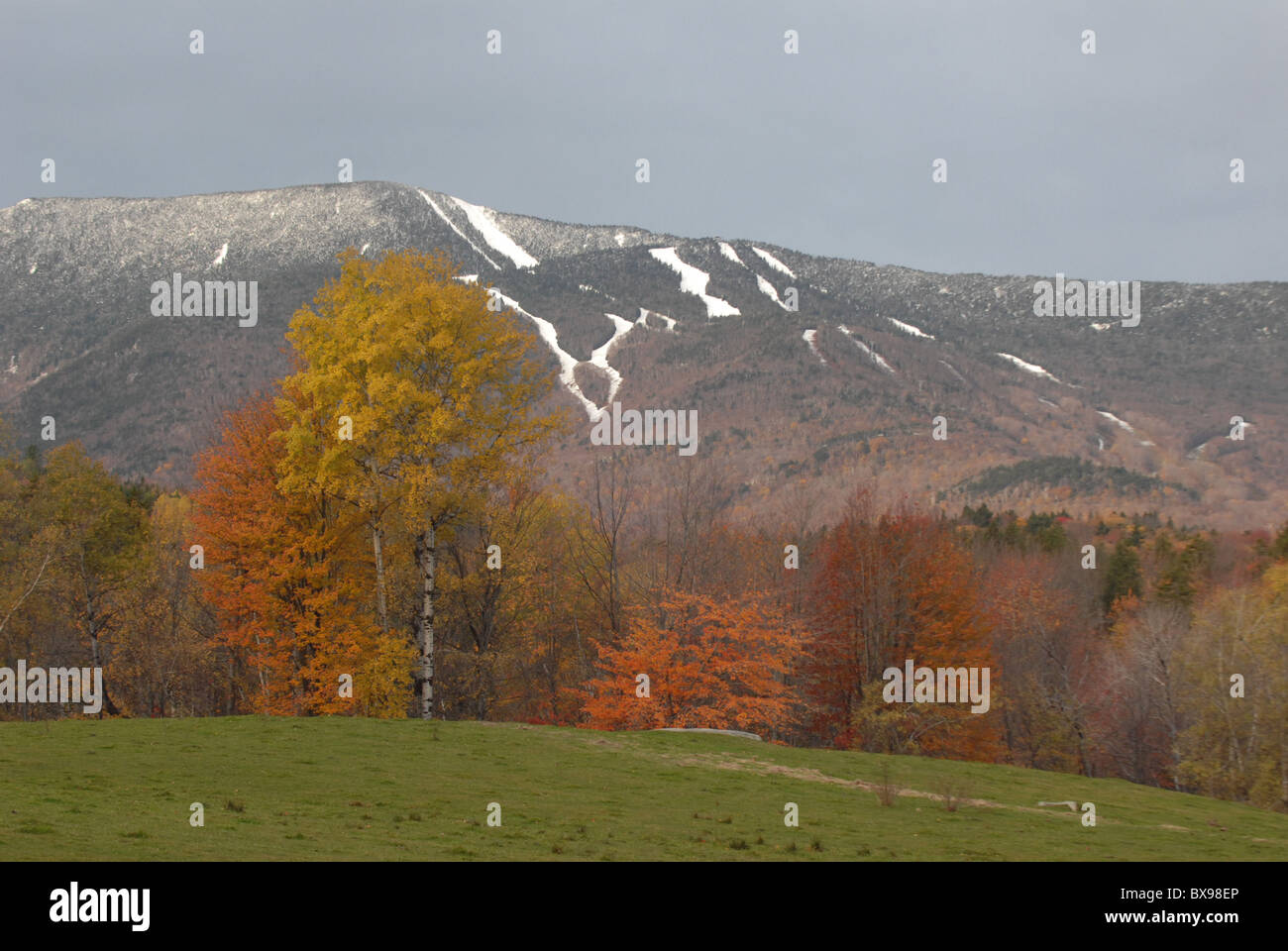 Snow covers the trails of Mt. Ellen at Sugarbush Resort in Fayston, VT during fall in Vermont. - Stock Image