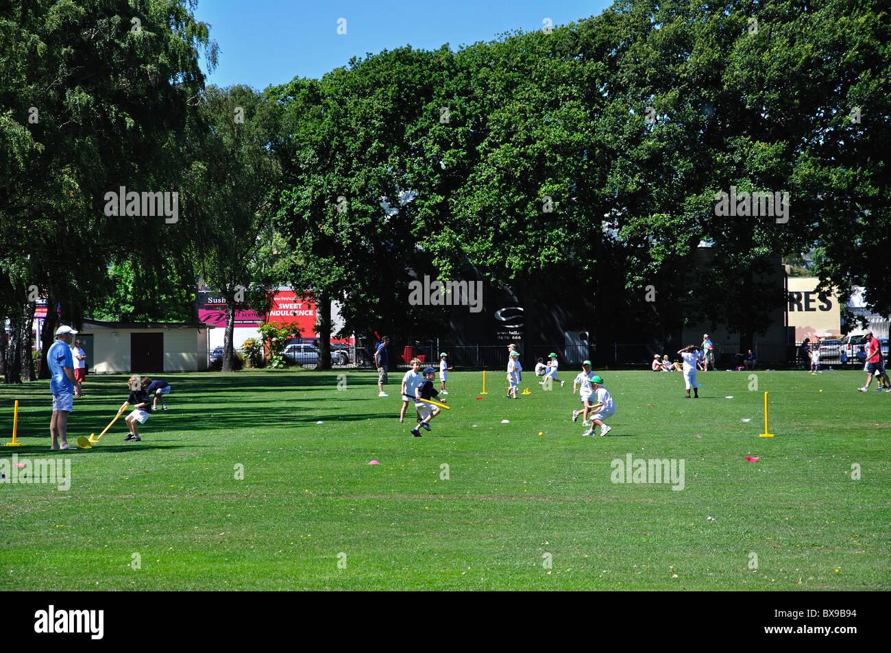 Children playing Saturday morning cricket, Sydenham Park, Sydenham, Christchurch, Canterbury, South Island, New - Stock Image