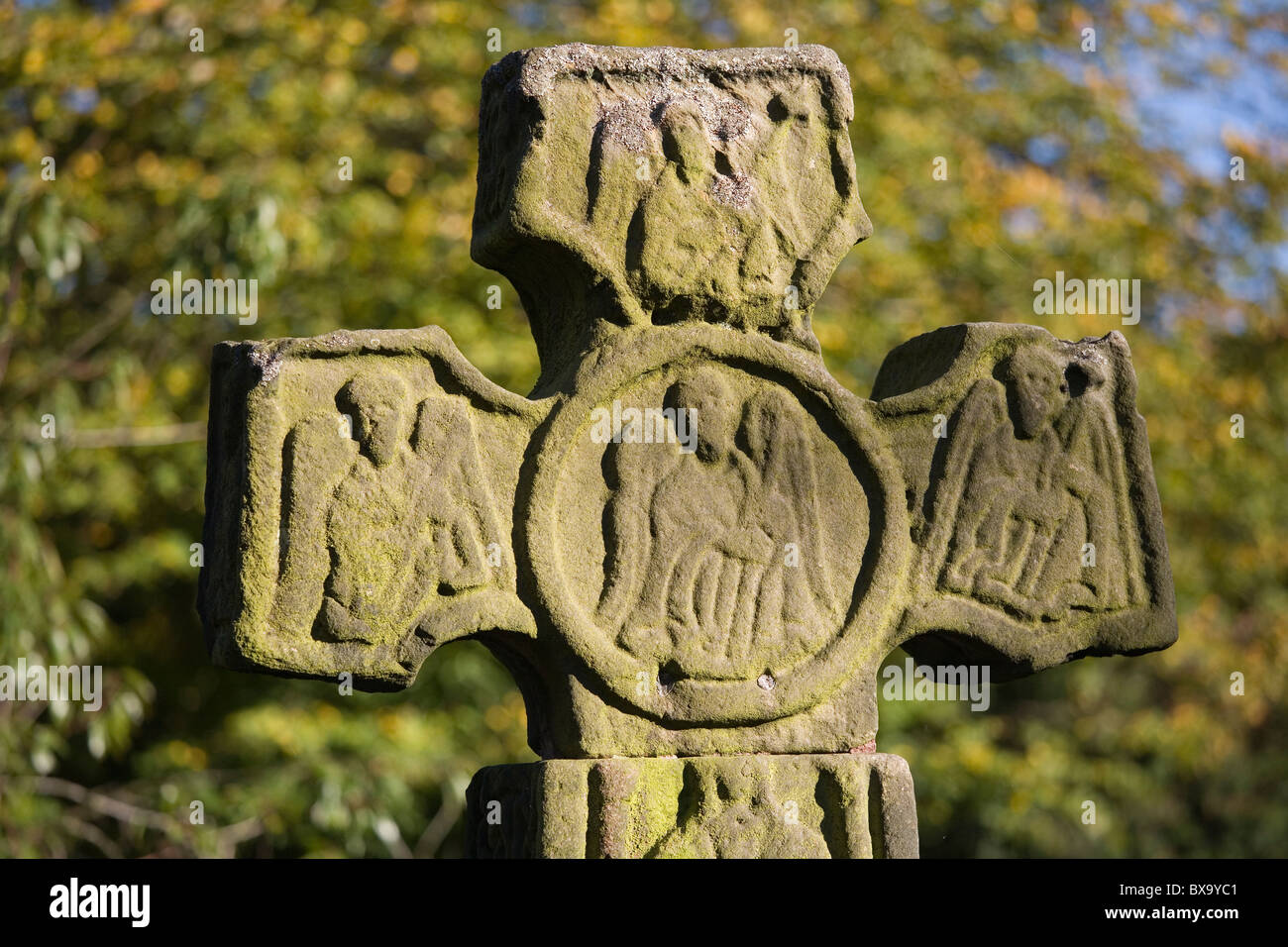 Celtic cross in Eyam churchyard, Eyam 'Plague Village', Derbyshire, England, UK - Stock Image