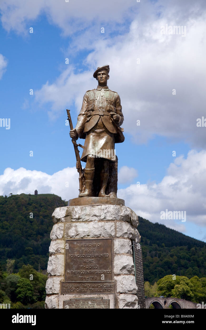 statue of World War I soldier in town of Inverary - Stock Image