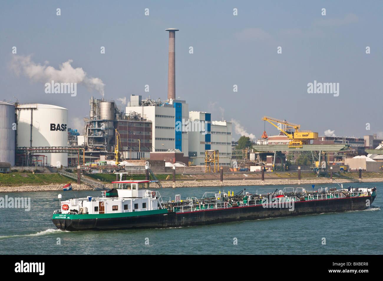 BASF CHEMICAL INDUSTRY, BARGE, RHEIN RIVER, LUDWIGSHAFEN AM RHEIN, RHINELAND-PALATINATE, GERMANY - Stock Image