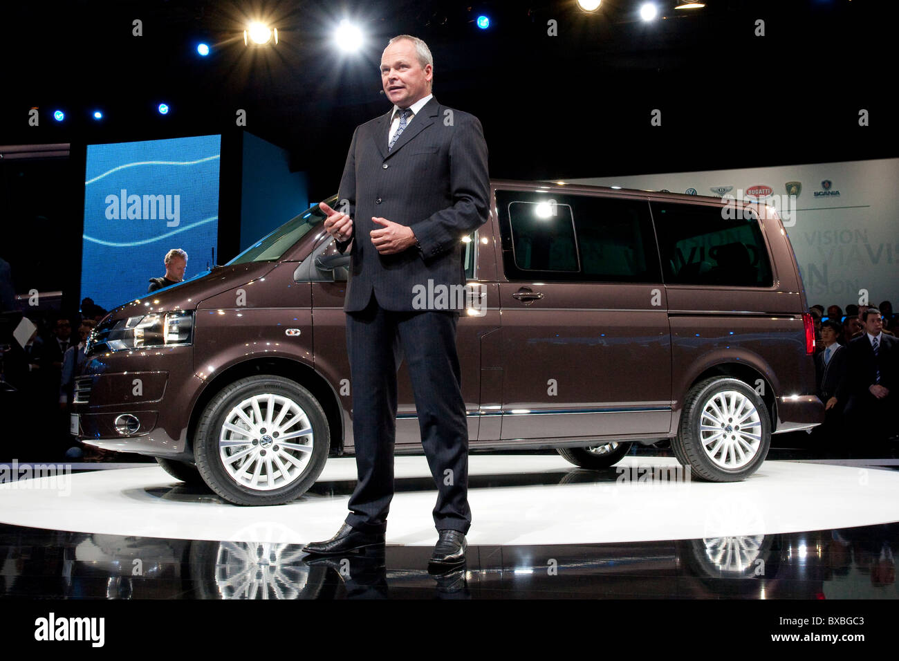 Stephan Schaller, spokesman of the board of management of the Volkswagen utility vehicles, Volkswagen AG, introducing - Stock Image