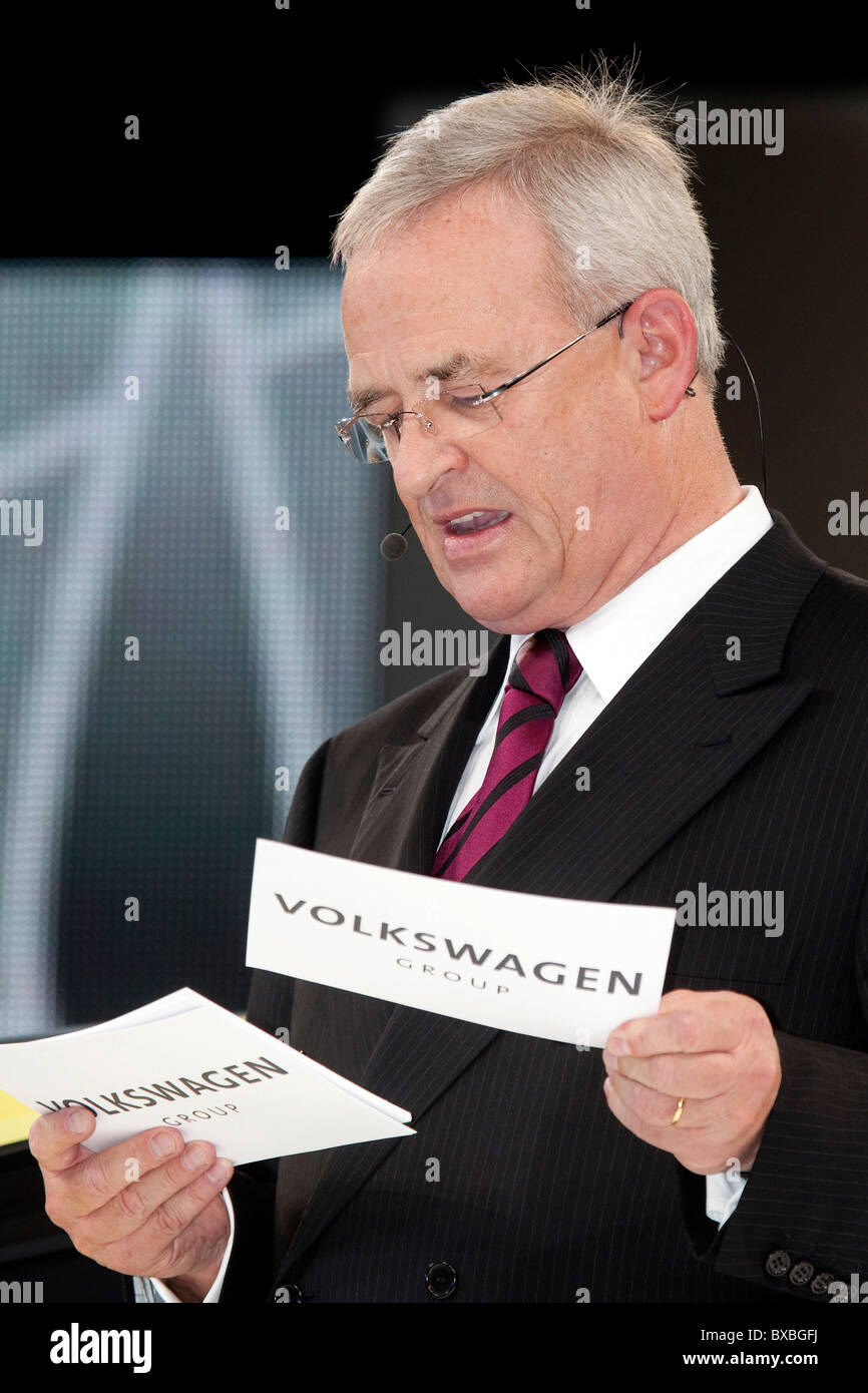 Martin Winterkorn, chairman of Volkswagen AG, presenting the study of the VW electric car e-up, during the Group - Stock Image
