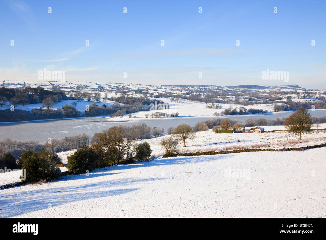 Staffordshire, England, UK, Europe. Frozen Rudyard Lake reservoir with snow in winter - Stock Image