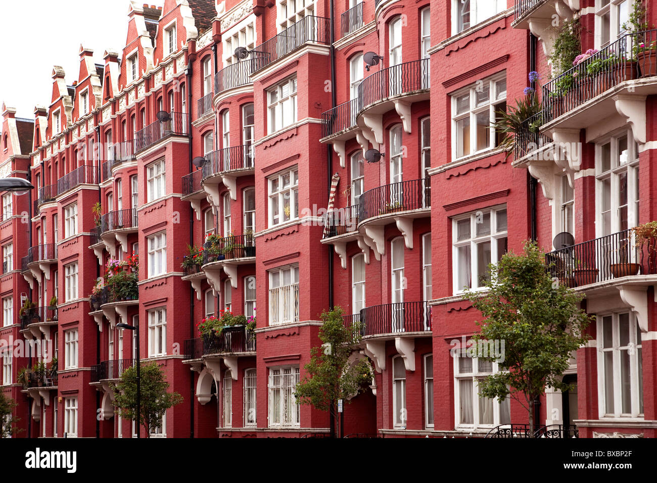 Row of houses with brick buildings, Victorian style, in London, England, United Kingdom, Europe - Stock Image