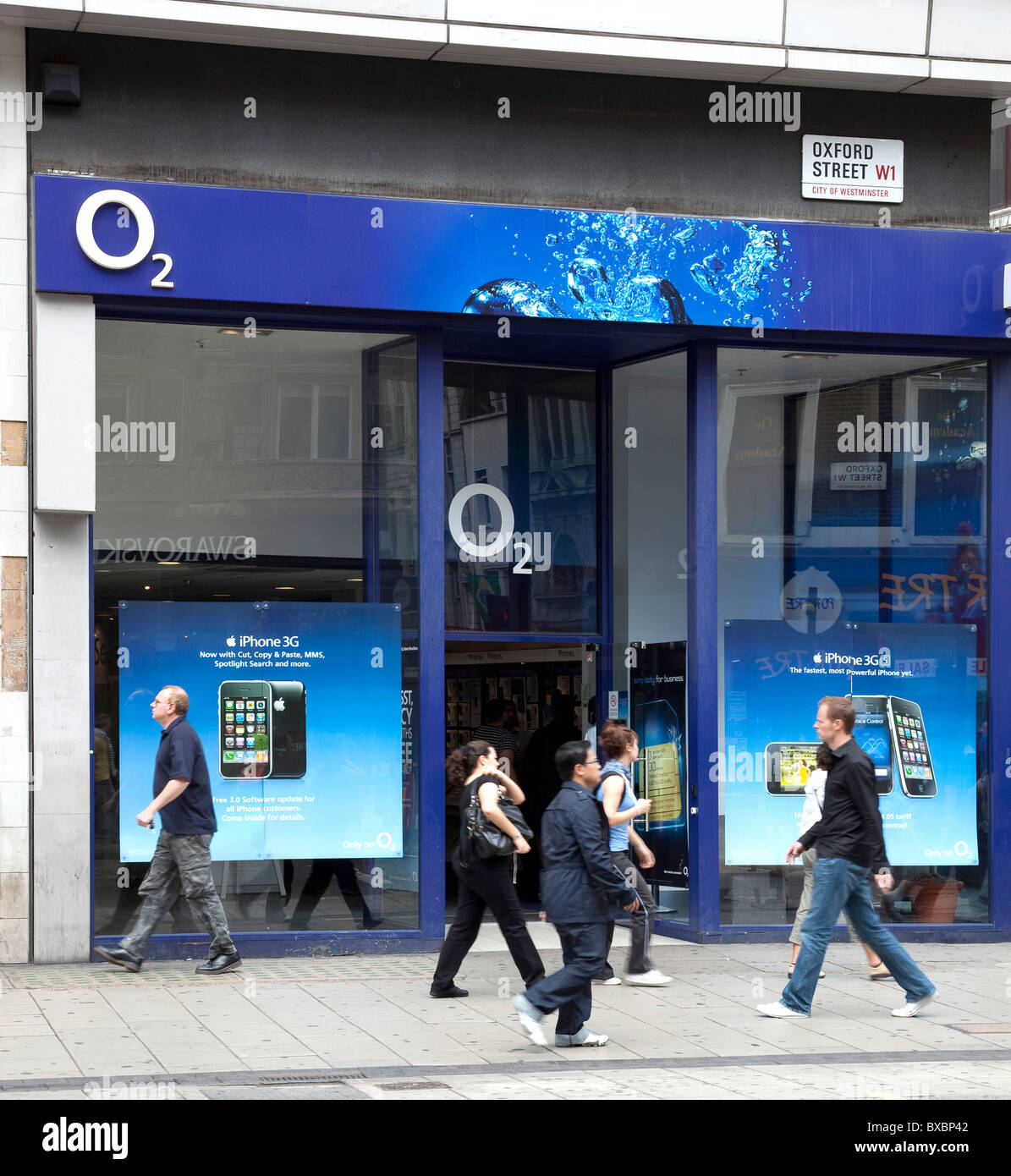 Store of the telecommunications company O2 on Oxford Street in London, England, United Kingdom, Europe - Stock Image