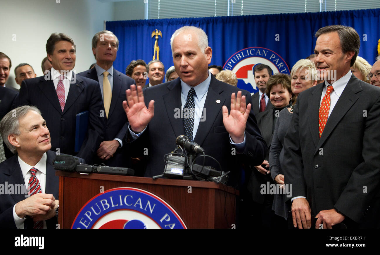 Texas Republicans are all smiles at the defection of state Rep. Alan Ritter (center) from the Democratic to the - Stock Image