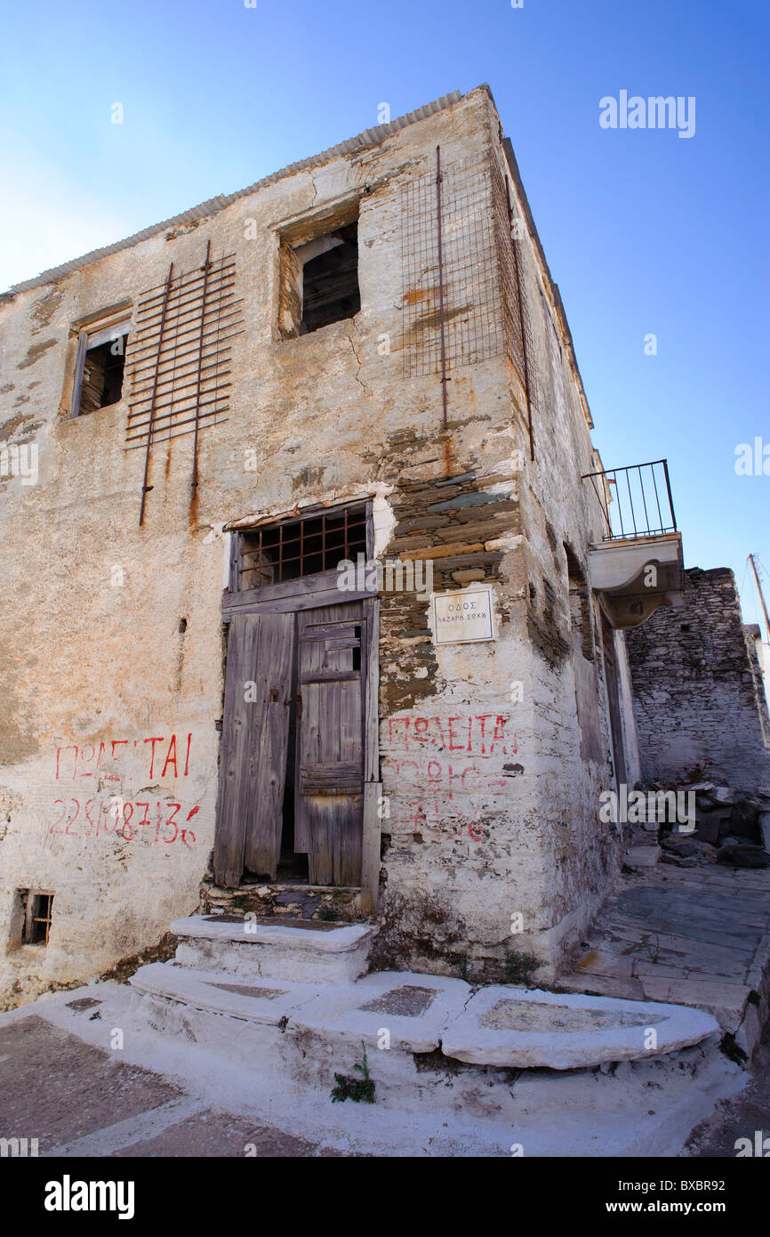 Old abandoned house in Isternia, on the Greek Cyclade island of Tinos. - Stock Image