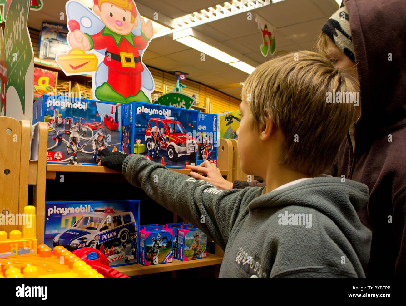 chidren looking at toys in a shop - Stock Image
