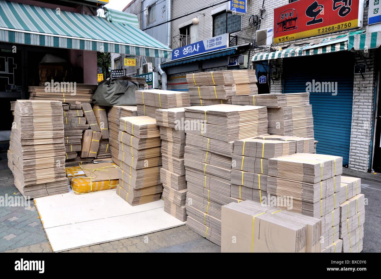 cardboard packaging in street Seoul, South Korea - Stock Image
