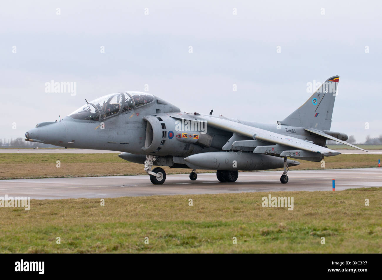 BAe Harrier ZH665 taxis back to the hanger after completing its last ever operational flight for the Royal Air Force Stock Photo
