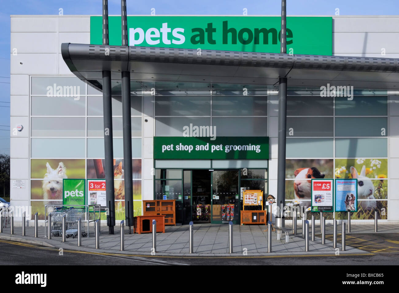 Pets At Home Store In A Retail Park Complex Stock Photo Alamy