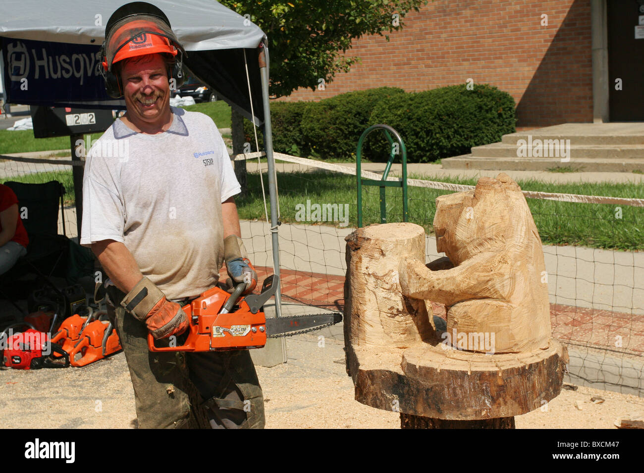 Impressions In Wood. Chainsaw sculpturing by Keith Maxwell. - Stock Image