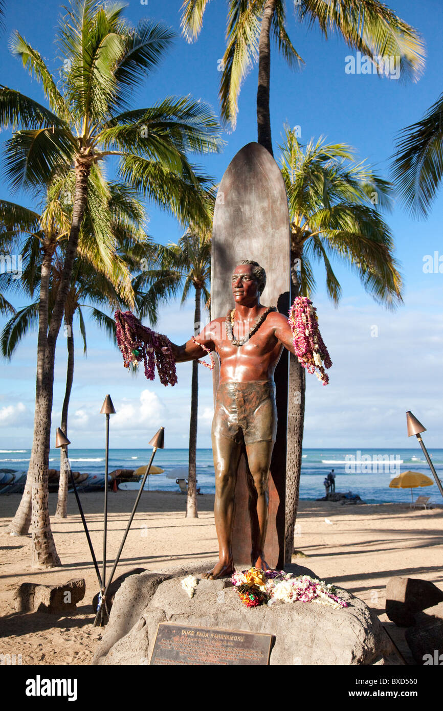 The statue of Duke Kohanamoku at Waikii beach. - Stock Image