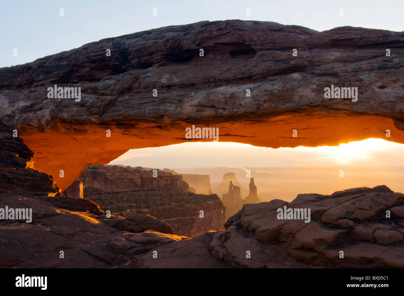 Sunrise at Mesa Arch in Canyonlands National Park, Utah. - Stock Image
