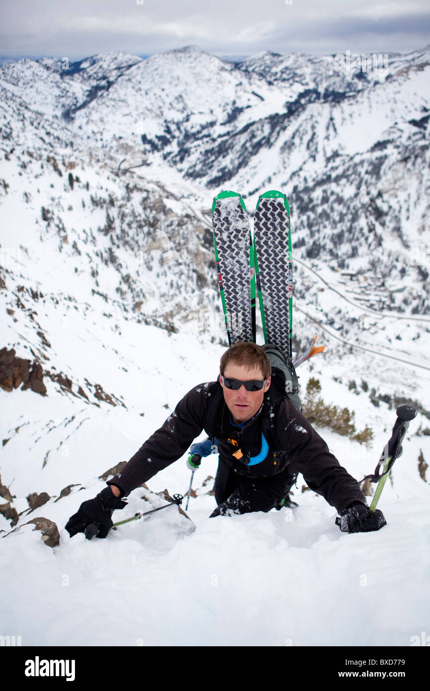 A man makes his way up the ridge of Mt. Superior, Utah - Stock Image