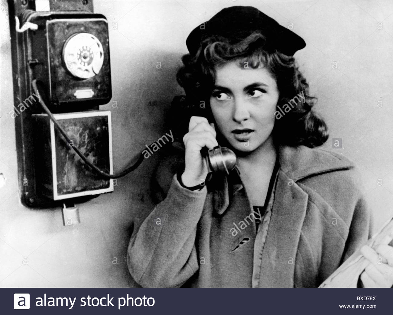 Lollobrigida, Gina, * 4.7.1927, Italian actress, half length, unknown movie scene, 1940s, Stock Photo