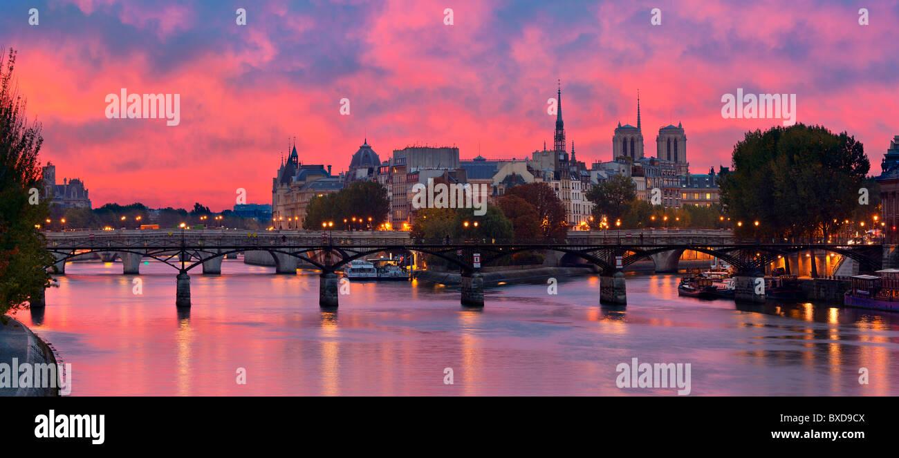 France, Paris, banks of the Seine river classified as World Heritage by UNESCO, Ile de la Cite, Pont des Arts (Arts - Stock Image