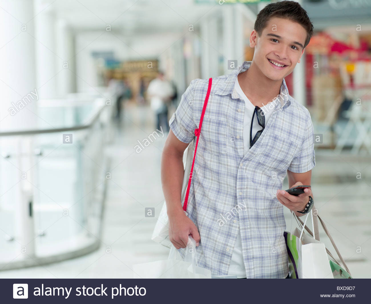 0d7bb4171 Teenage boy shopping in mall Stock Photo: 33484227 - Alamy