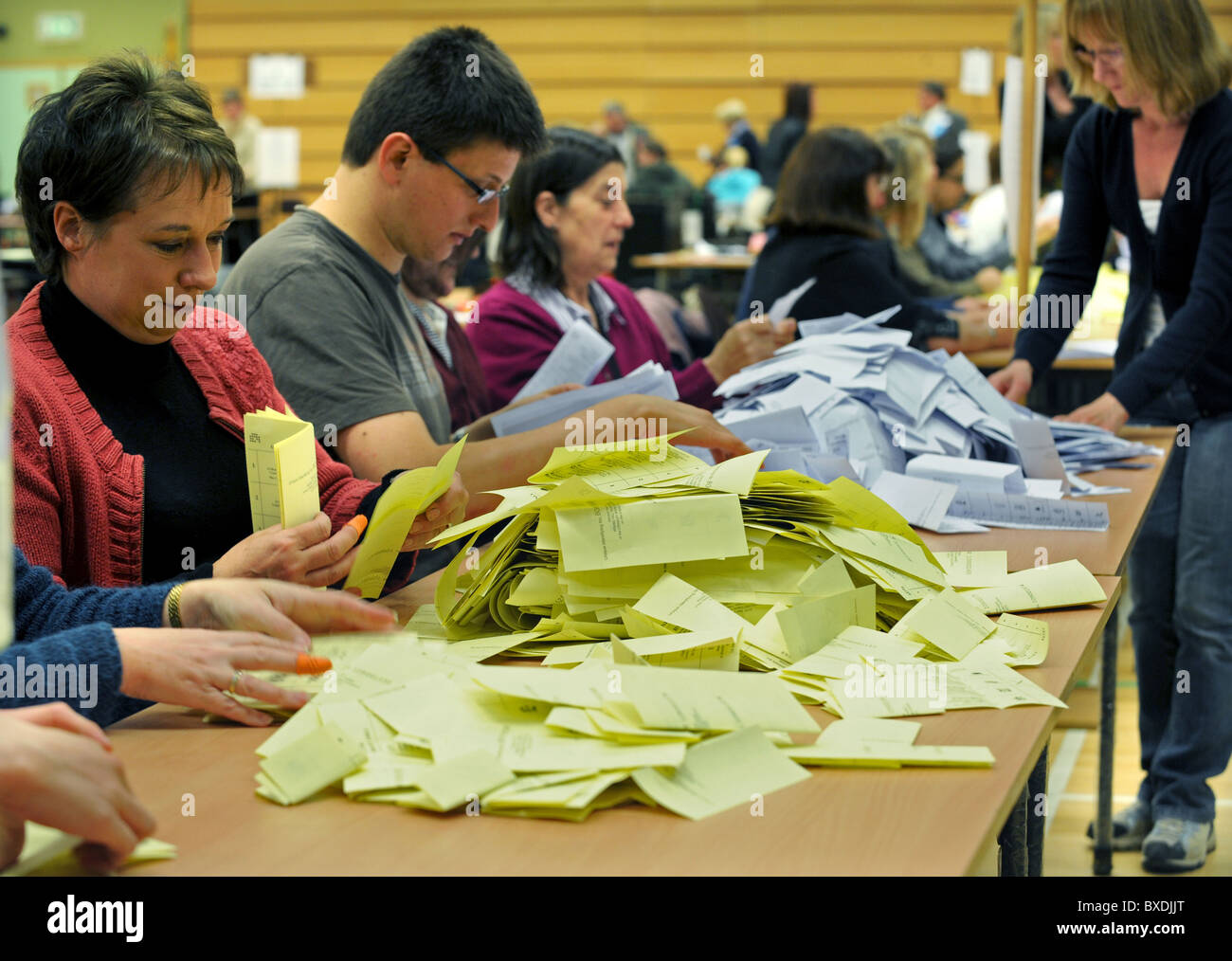 2010 General Election count held at the K2 in Crawley -  The counting of the votes begins - Stock Image
