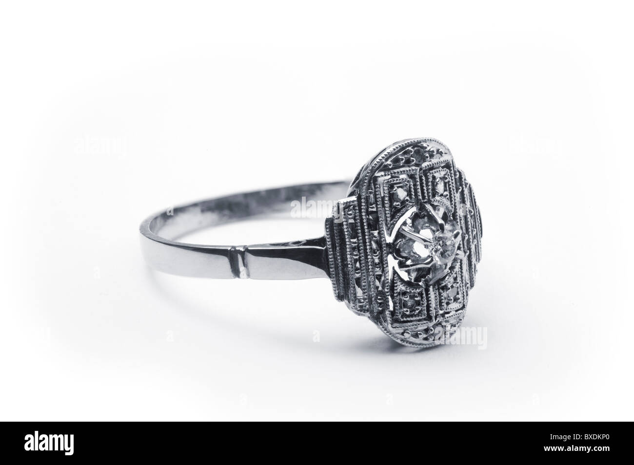 A platinum ring of the Art Deco style (France, circa 1930). Bague en platine de style Art Déco (France, environ - Stock Image