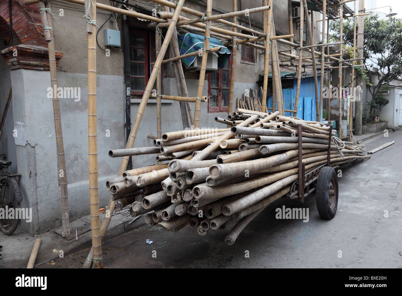 Bamboo scaffolding in China - Stock Image